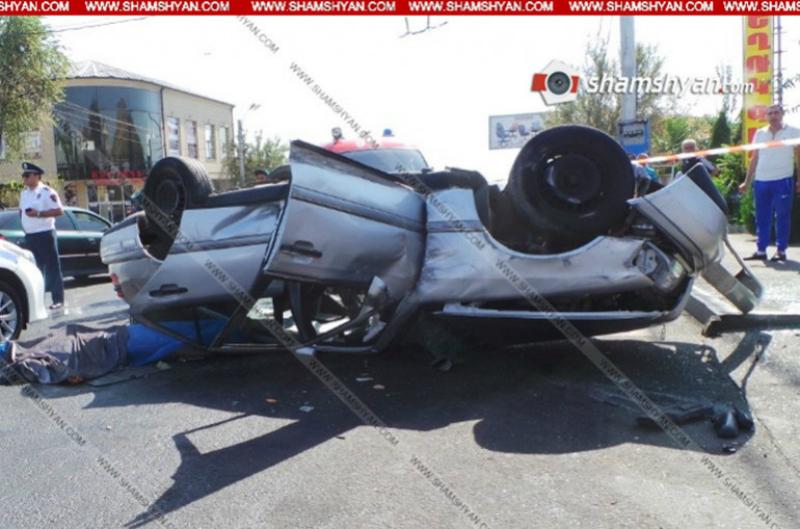 Երևանում միմյանց բախվելուց հետո Mercedes-ներից մեկը գլխիվայր շրջվել է, կա զոհ. Shamshyan.com