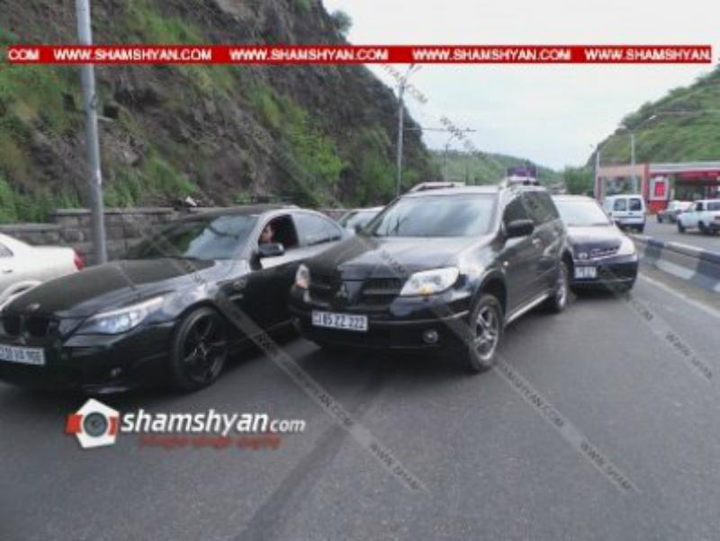 Շղթայական ավտովթար Երեւանում․ Մյասնիկյան պողոտայում բախվել է 4 մեքենա, ապա եւս 2-ը
