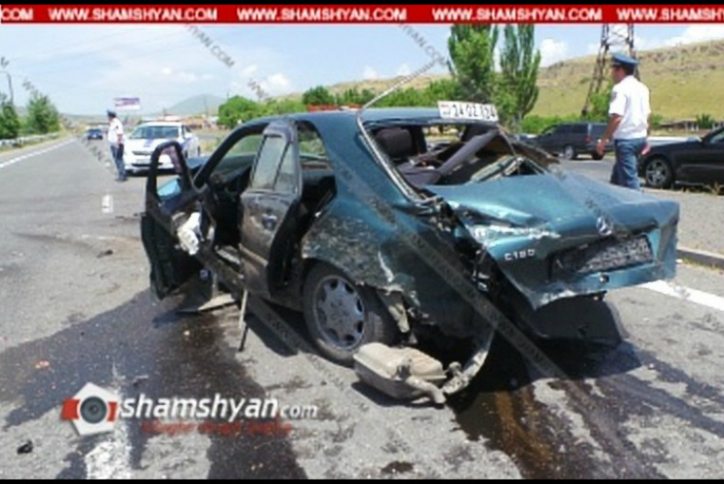 Կոտայքի մարզում Mercedes-ը բախվել է բետոնե արգելապատնեշին և գլխիվայր շրջվել. կա վիրավոր. Shamshyan.com
