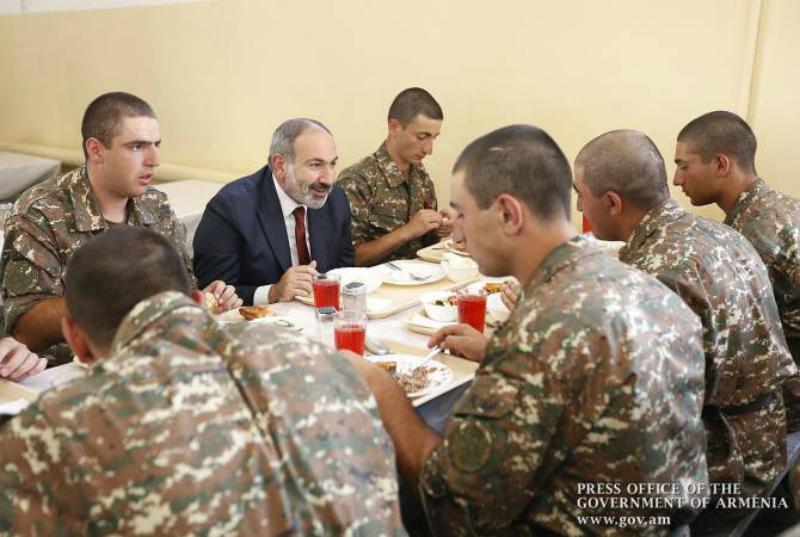 Փաշինյանը Հայոց բանակը համարում է այն հիմնական տեղը, որտեղ ՀՀ քաղաքացին սովորում է հաղթելու արվեստը