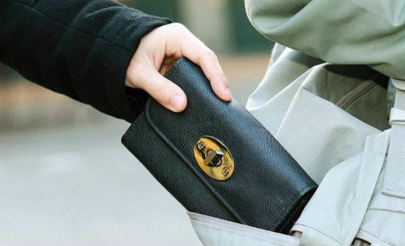 Միկրոավտոբուսում գումար ու զրադեր գողացողը բացահայտվել է