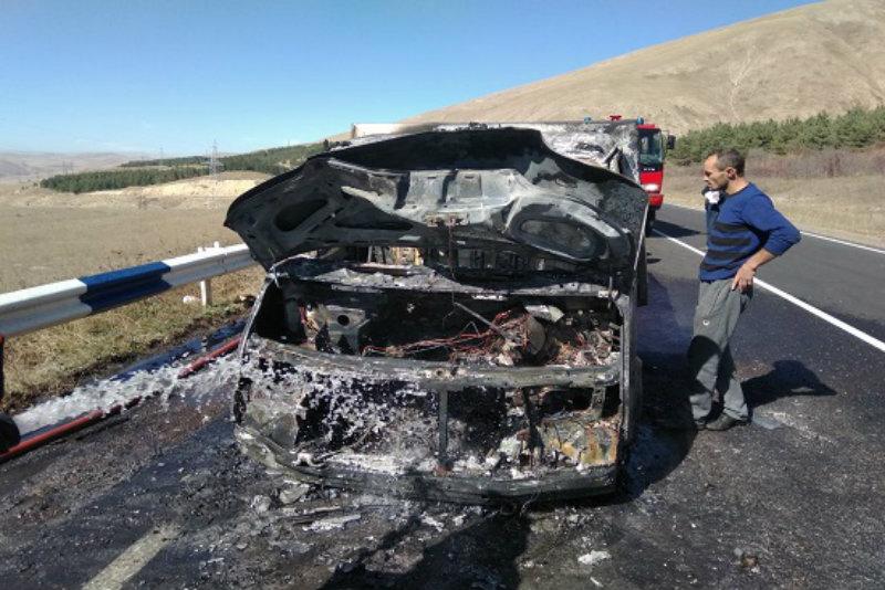 Գյումրի-Վանաձոր ավտոճանապարհին ավտոմեքենա է այրվել
