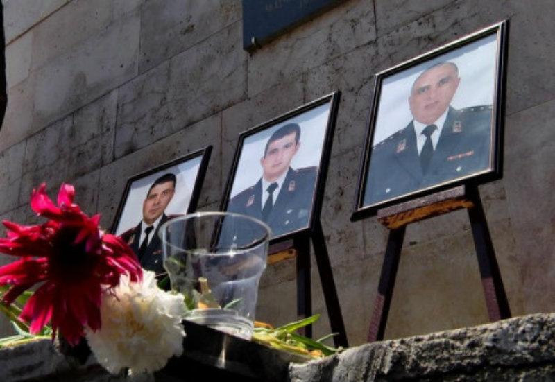 Ոստիկանության ծառայողները հարգանքի տուրք մատուցեցին ՊՊԾ գնդում զոհված ոստիկանների հիշատակին