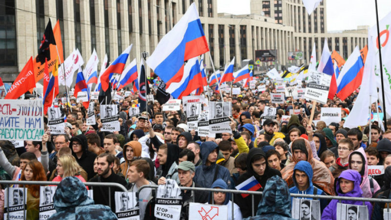 Մոսկվայում ոստիկանները օրինական հանրահավաքից հետո 136 մասնակցի է ձերբակալել