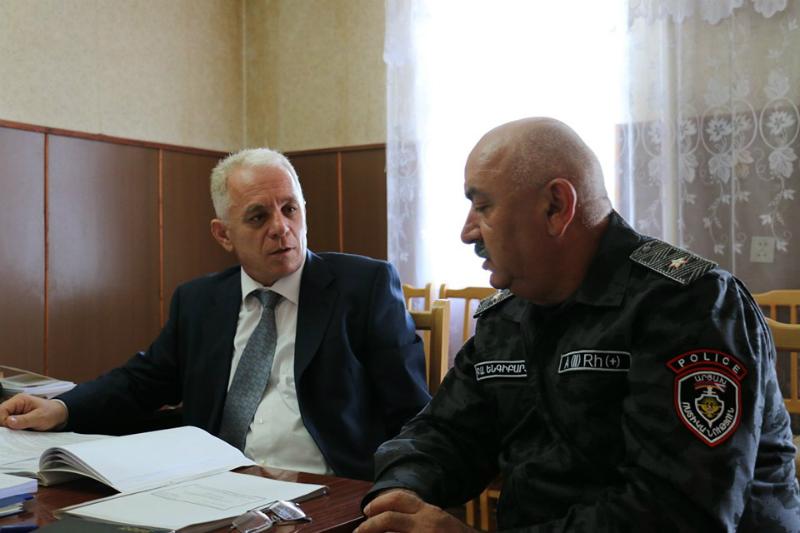 Մեկնարկել են ԱՀ ոստիկանության պետ Լևոն Մնացականյանի այցելությունները ոստիկանության ստորաբաժանումներ (լուսանկարներ)