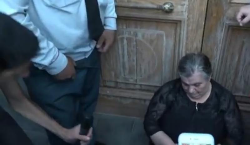 Զոհված զինծառայողների մայրերն ու քույրերը նստացույց են հայտարարել կառավարության շենքի դիմաց