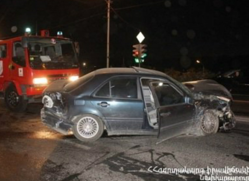 «Nissan Teana» ավտոմեքենան  դուրս է եկել երթևեկելի հատվածից և բախվել ճանապարհամերձ եզրաքարերին