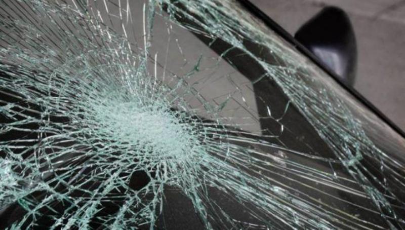 Գորիս-Կապան ավտոճանապարհին անիվի վնասվելու հետևանքով մեքենան բախվել է հողաթմբին. 2 մարդ տեղափոխվել է հիվանդանոց
