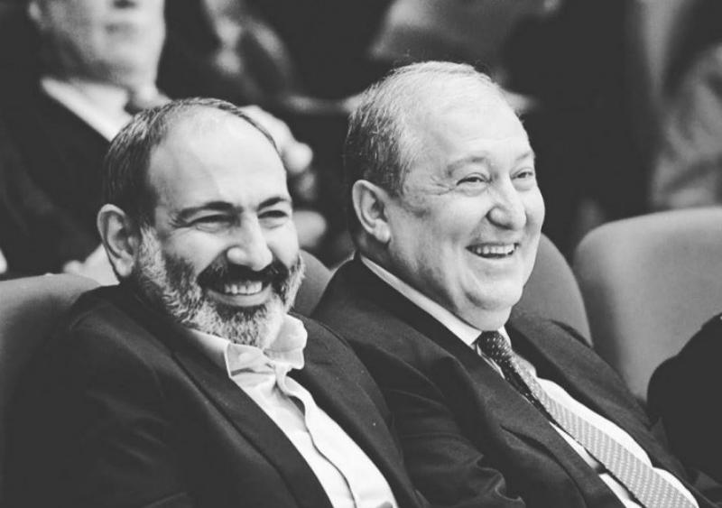 Օրվա ֆեյսբուքյան կադր. կենսուրախ ՀՀ վարչապետն ու նախագահը