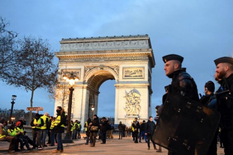 Փարիզում իրավիճակը  շարունակում է լարված մնալ (ֆոտոշարք)