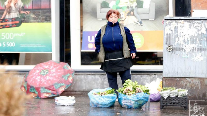 Երևանի քաղաքապետարանը զգուշացնում և հորդորում է չգնել փողոցում, մայթերին վաճառվող սննդամթերքը
