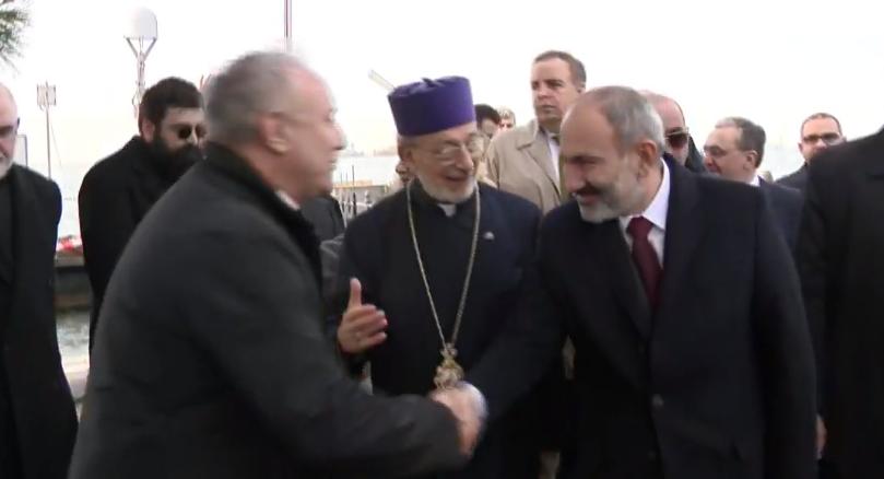 ՀՀ վարչապետն ուղիղ եթերում է՝ սուրբ Ղազար կղզուց