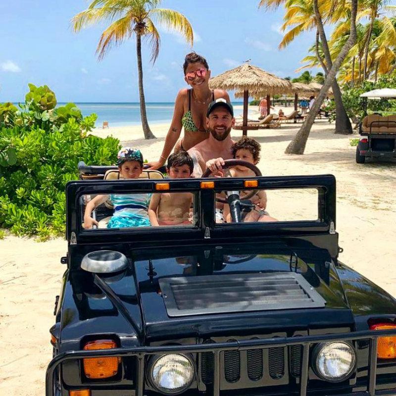 Լիոնել Մեսսին հանգստանալիս ֆուտբոլ է խաղացել տեղացի երեխաների հետ