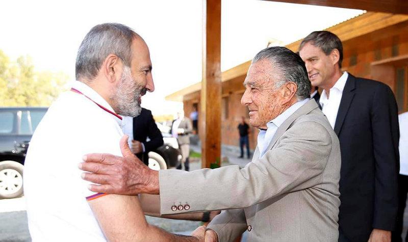 Նիկոլ Փաշինյանն այցելել է Էդուարդո Էռնեկյանին պատկանող «Տիեռաս դե Արմենիա» տնտեսություն