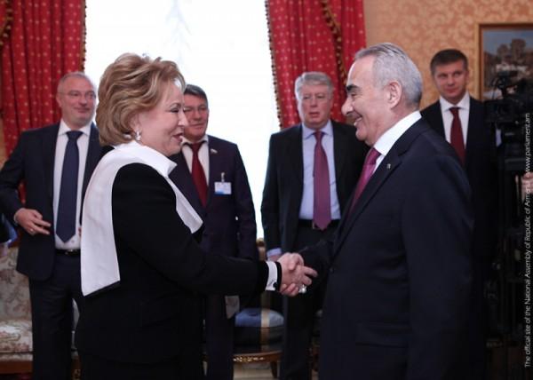 Գալուստ Սահակյանը հանդիպել է ՌԴ Դաշնային ժողովի Դաշնային խորհրդի նախագահ Վալենտինա Մատվիենկոյի հետ