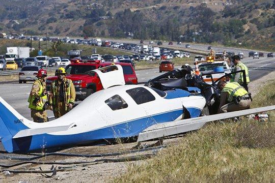 Կալիֆոռնիայում ինքնաթիռն ընկել է մայրուղու վրա
