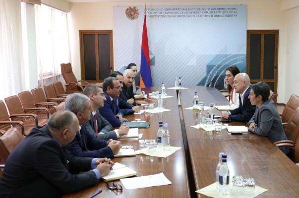 Արծվիկ Մինասյանը հանդիպում է ունեցել ՀԲԸՄ Հայաստանի ներկայացուցիչների հետ