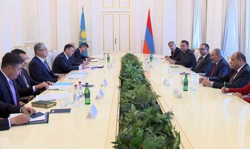 Նիկոլ Փաշինյանը հանդիպում է Ղազախստանի նախագահի հետ․ ուղիղ