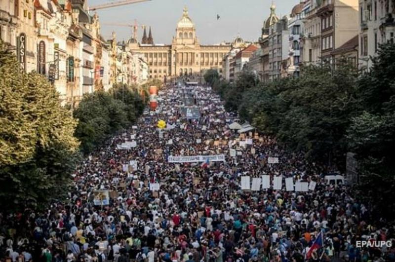 Պրահայում անցկացվել է վերջին 30 տարում ամենազանգվածային բողոքի ակցիան