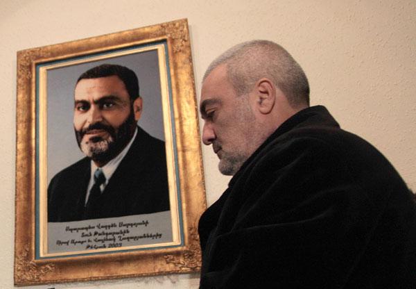 «չկար մի անհատ, որ կարողանար Վազգենի վրա ձեռք բարձրացներ, ոչ մեկի քաշը էդքան չէր հերիքի». Արմեն Սարգսյան