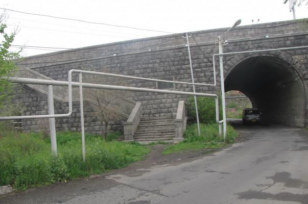Գորիսում ավտոմեքենան կամրջից ընկել է ձորը. վարորդը հոսպիտալացվել է