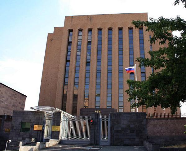 Հայաստանում մարդիկ կան, որոնք այնքան են սիրում Պատինին, որ գնում, չոքում են Ռուսաստանի դեսպանատան առաջ. Առավոտ (խմբագրական)