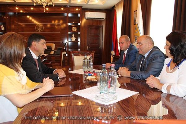 Դավթաշեն վարչական շրջանի աշխատակազմի պատվիրակությունն այցելել է ԼՂՀ (լուսանկարներ)