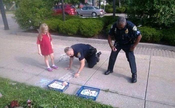Տարբեր երկրների ոստիկանների լավ տրամադրությունը (լուսանկարներ)