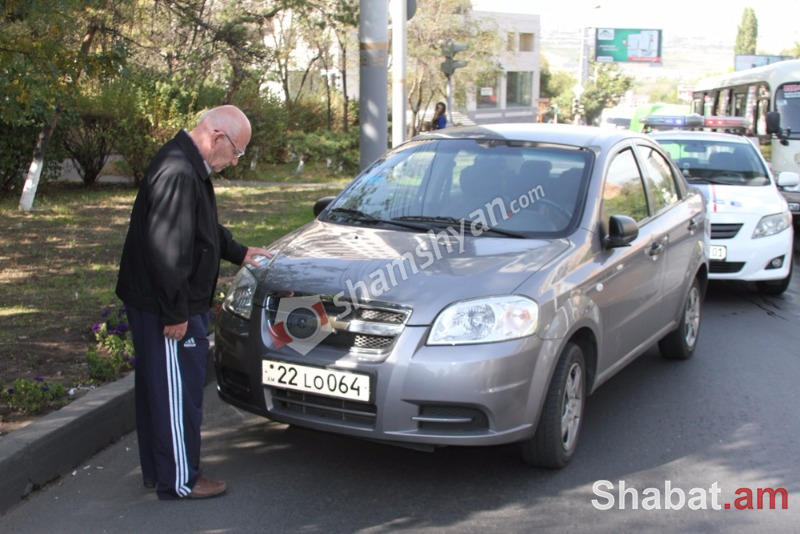 Երևանում 85-ամյա վարորդը Chevrolet-ով վրաերթի է ենթարկել 62-ամյա կին հետիոտնին. (լուսանկարներ)