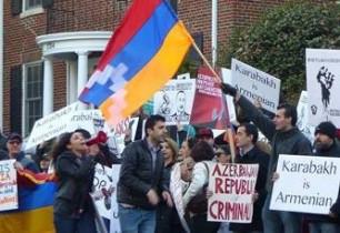 Ամերիկահայերը բողոքի ցույց են անցկացրել Վաշինգտոնում Ադրբեջանի դեսպանության մոտ