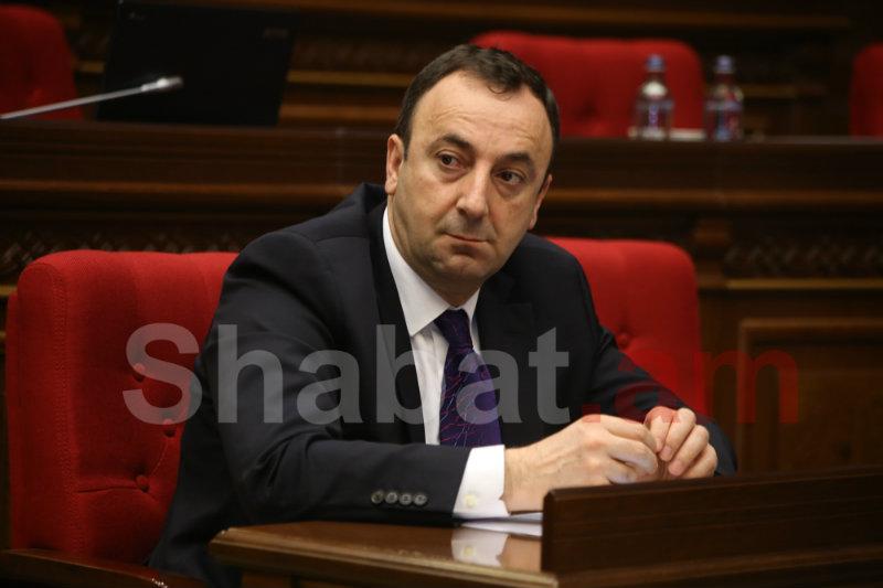 Հրայր Թովմասյանը հրաժարականի մասին լսելուց հետո ՀՀԿ-ականները ծափահարել են. «Հրապարակ»