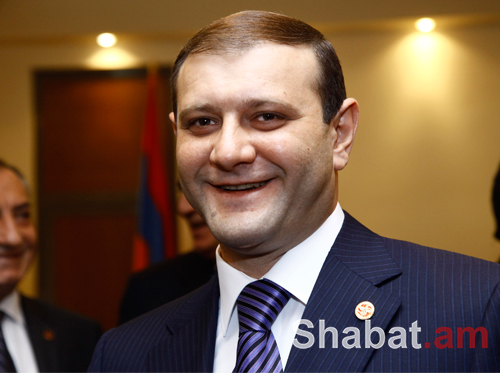 Քաղաքապետ Տարոն Մարգարյանը շրջել է տոնական Երևանում