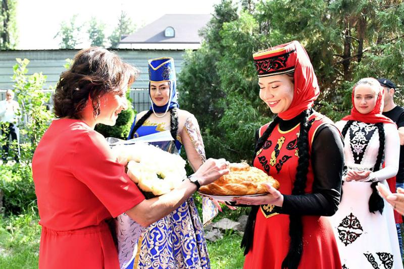 Հայաստանից ձեզ շատ սեր եմ բերել․ Աննա Հակոբյանը հանդիպել է Ալմաթիի հայ համայնքի հետ (լուսանկարներ)