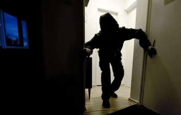 Քննչական կոմիտեն երկու անձի մեղադրանք է առաջադրել 30-ամյա կնոջն ավազակային հարձակման ենթարկելու համար