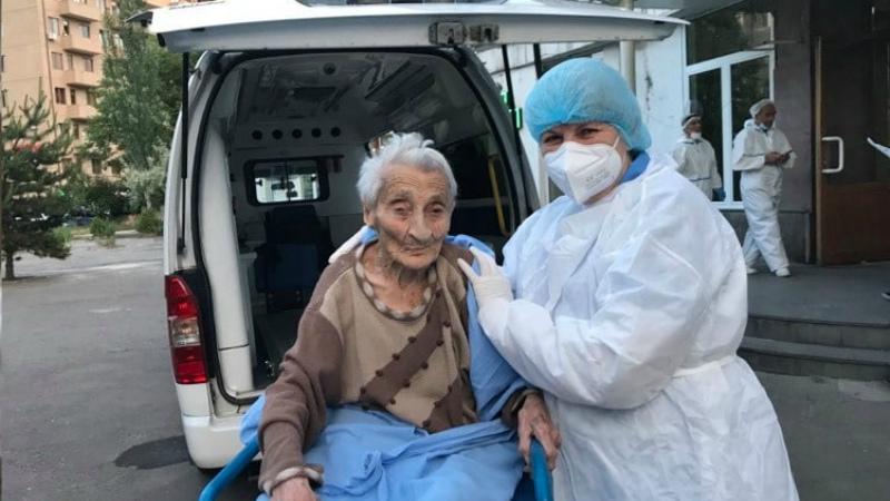 Սուրբ Գրիգոր Լուսավորիչ բժշկական կենտրոնից դուրս գրվեց 101-ամյա կինը