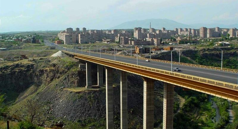 Դավթաշենի կամրջի վրա քաղաքացին փորձում է ինքնասպանություն գործել. ԱԻՆ