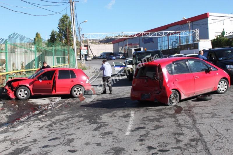 Ավտովթար Երևանում. բախվել են ՊՆ աշխատակցի և «Ալեքս Գրիգ»-ի տնօրենի ավտոմեքենաները. կան վիրավորներ. (լուսանկարներ)