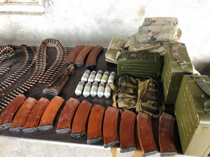 Ոստիկանները Արշալույս գյուղում հայտնաբերել են մեծ քանակությամբ ապօրինի պահվող զենք-զինամթերք (ֆոտո)