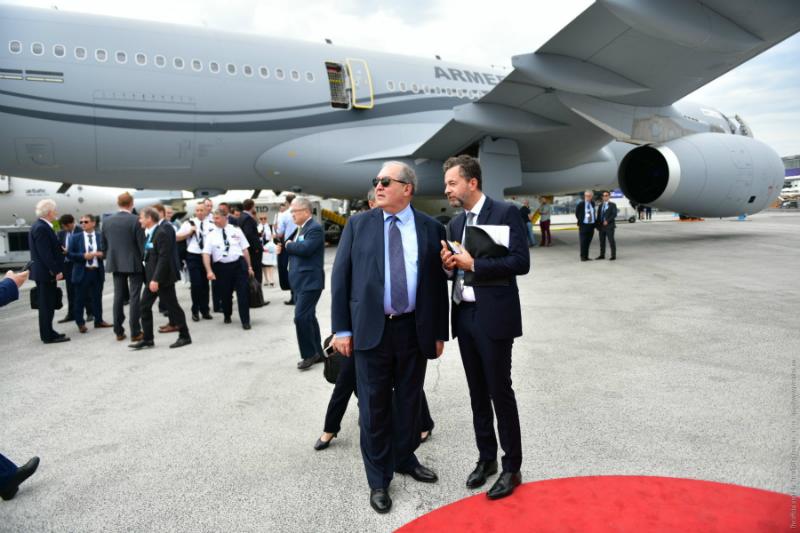 Նախագահը Փարիզում հանդիպումներ է ունեցել Airbus և Air Asia ընկերությունների ղեկավարների հետ