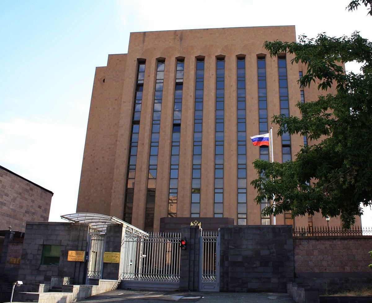 Երևանում ՌԴ դեսպանատունը բողոքի ակցիաների առնչությամբ ուժեղացրել է անվտանգությունը