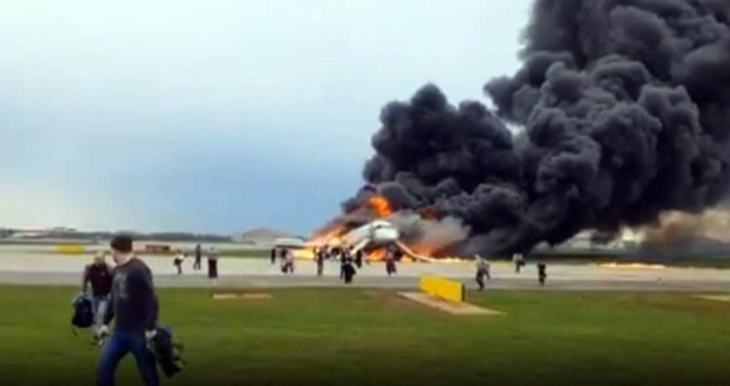 Կինը չի լսել անձնակազմին և իրեն ու որդուն փրկել է այրվող ինքնաթիռից