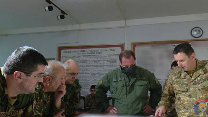 Բանակի մարտական կառավարման կենտրոն են այցելել ԱՀ նախագահ Արայիկ Հարությունյանն ու ՀՀ պաշտպանության նախարար Դավիթ Տոնոյանը