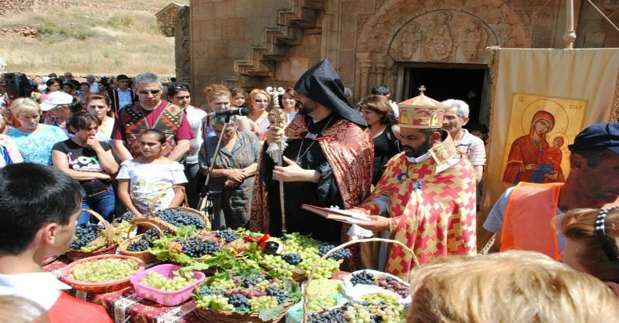 Հայ Առաքելական Եկեղեցին նշում է Սուրբ Աստվածածնի վերափոխման՝ խաղողօրհնեքի տոնը