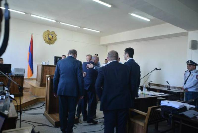 Բակո Սահակյանն ու Արկադի Ղուկասյանը ժամանեցին դատարան