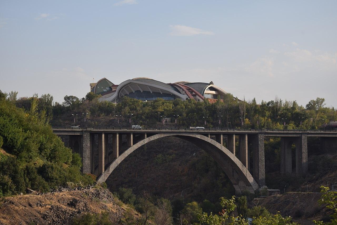 23-ամյա քաղաքացին փորձել է նետվել Կիևյան կամրջից