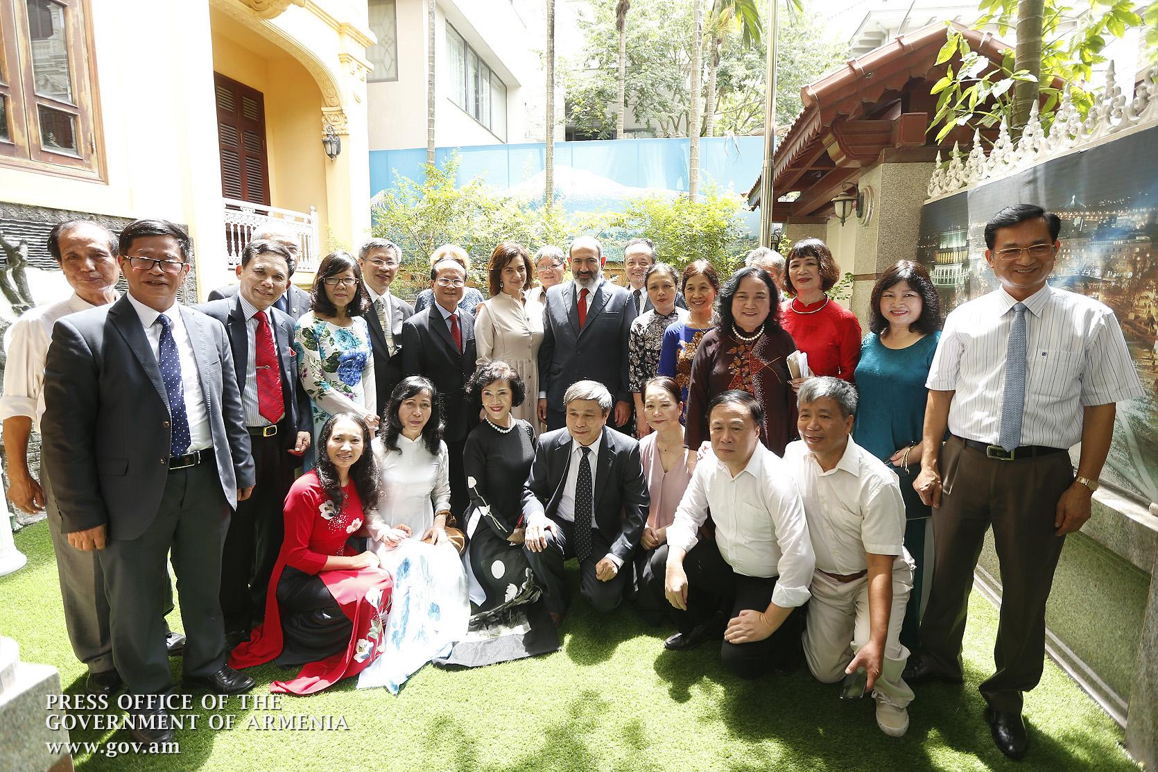 Նիկոլ Փաշինյանը ԵՊՀ վիետնամցի շրջանավարտներին հրավիրել է Երևան