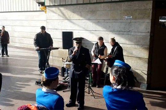 Կիկաբիձեն երգել է Կիևի փողոցային երաժիշտների հետ
