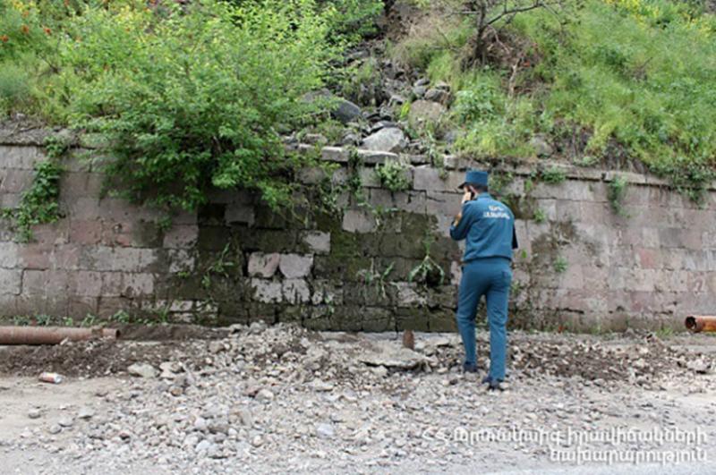Անձրևաջրերի հետևանքով փլուզվել է Մեղրաձոր գյուղի ավտոճանապարհի մի հատվածը