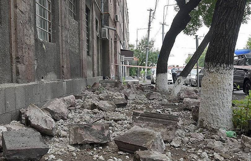 Արշակունյաց պողոտայում շենքի փլուզումից տուժած քաղաքացիներից մեկը մահացել է