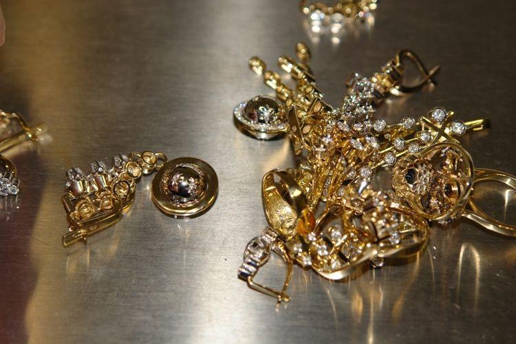 Քաղաքացու ոսկյա զարդերը գողացել էին նրա 11-ամյա երկվորյակ որդիները